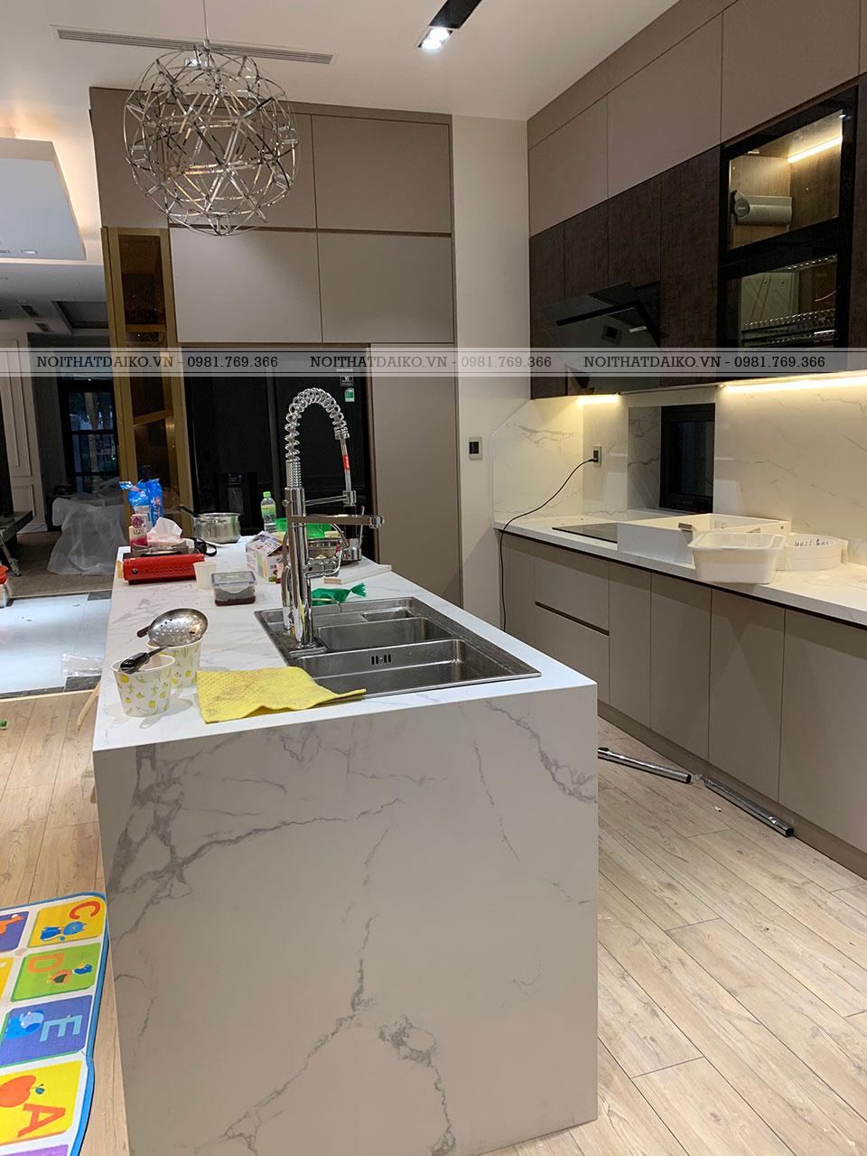Bàn bếp và tủ bếp nhìn từ góc khác