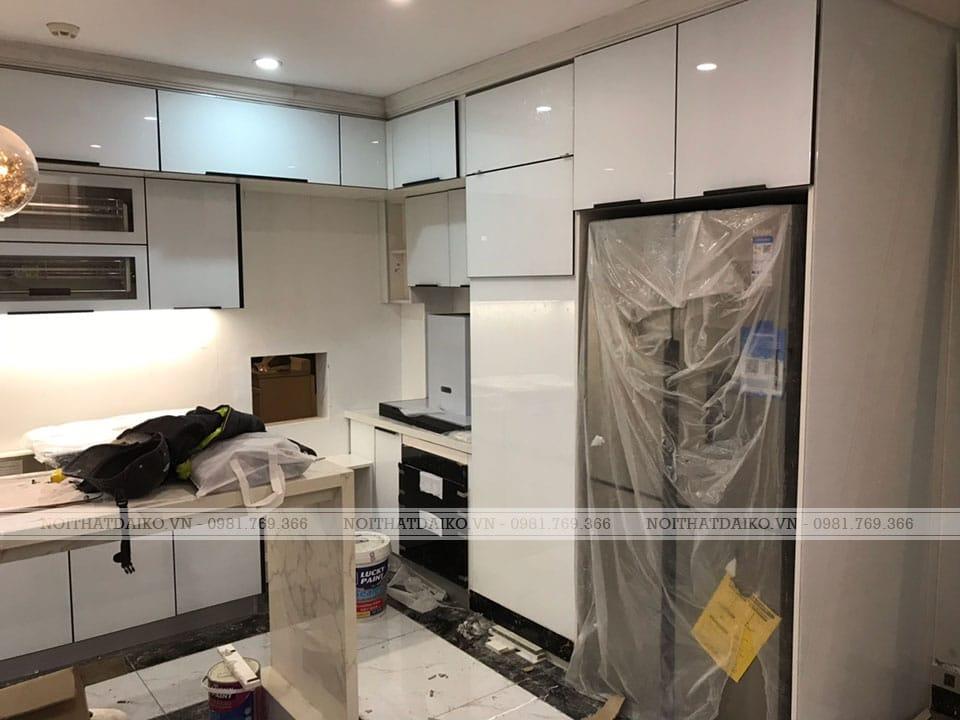 Tủ bếp dùng khung nhôm cánh kính sang trọng với nhiều ưu điểm vượt trội so với cánh Acrylic