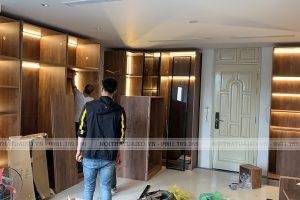 Phòng thay đồ dùng hoàn toàn tủ áo cánh kính khung nhôm 22mm và gỗ plywood an toàn cho sức khỏe