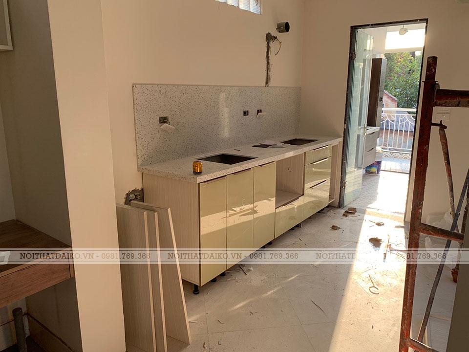 Tủ bếp khung nhôm cánh kính sang trọng với nhiều ưu điểm vượt trội so với cánh Acrylic