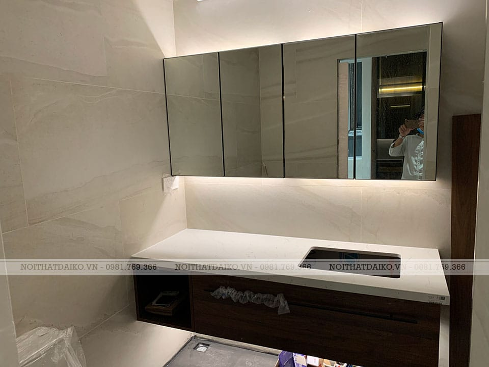 Tủ để đồ phòng tắm Khung nhôm cánh gương Bỉ