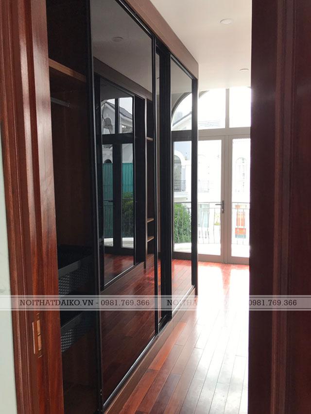 Tủ trang trí kết hợp giữa cánh phủ PVC và cánh kính khung nhôm